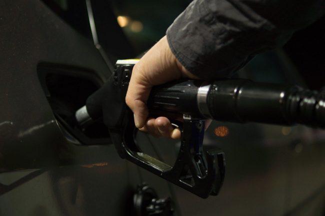 Ölpreis fällt & Goldpreis nahe 2.000 US-Dollar